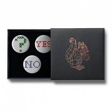 Gift Box: 3 button badges (Yes Or No)