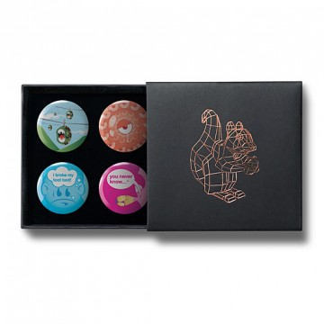 Gift Box: 4 button badges (Never Know)