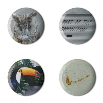 Gift Box: 4 button badges (Untitled Mix)