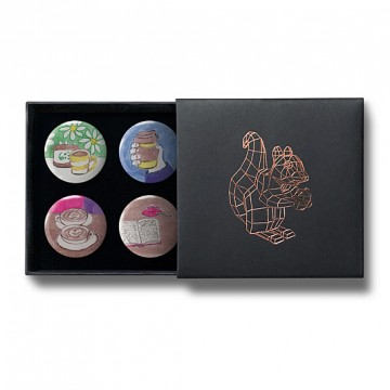 Gift Box: 4 button badges (Coffees & Books)