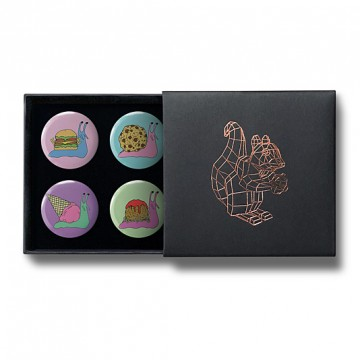 Gift Box: 4 button badges (Snail Food)