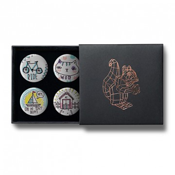 Gift Box: 4 button badges (Doodle Tiny Wot)