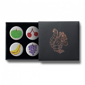 Gift Box: 4 button badges (Doodle Fruits)