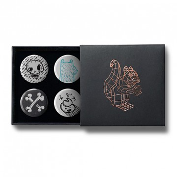 Gift Box: 4 button badges (Doodle Skull Mix)