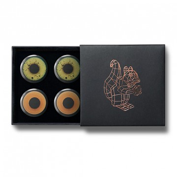 Gift Box: 4 button badges, 2 each (Bird Eyes)